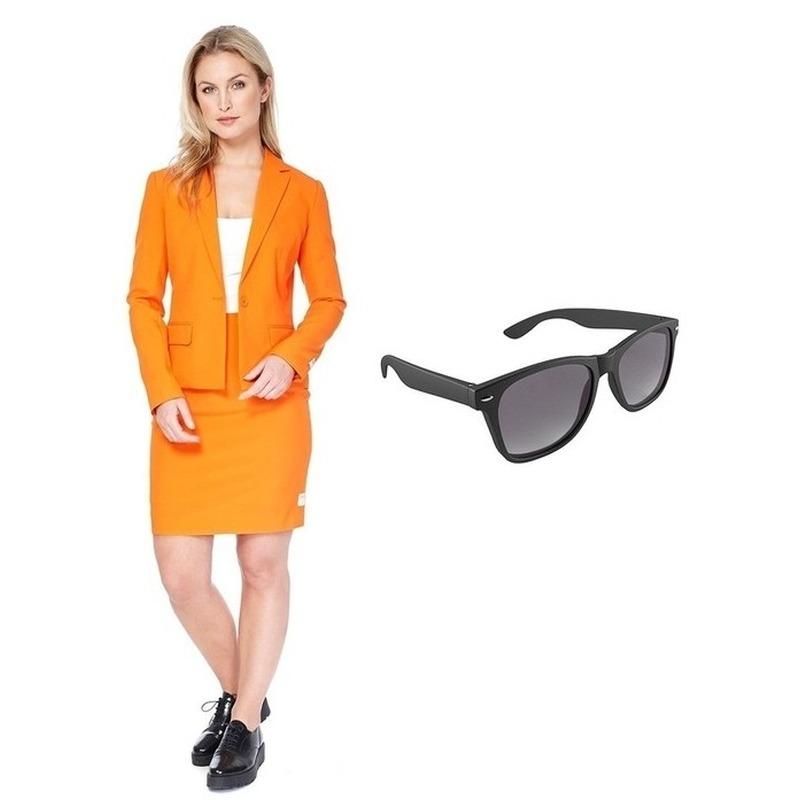 Feestartikelen oranje kostuum met gratis zonnebril voor dames